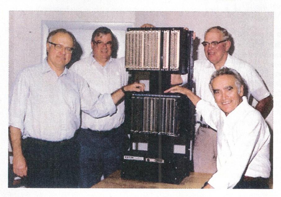 MODICON 084 ve geliştirici ekibi